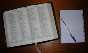 Open_Bible_with_notepad